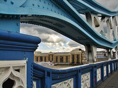 Butler's Wharfs (Anvica) Tags: london thames ro towerbridge river puente explore londres tmesis 5photosaday mywinners anawesomeshot superbmasterpiece butlerswarfs retofz090415 retofz100216