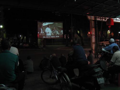 寧夏夜市旁的露天電影院