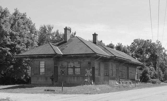 Cumberland Furnace, TN Depot b&w