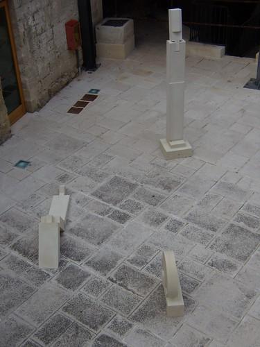 Installazione di Alvaro Siza al Castello di Acaya (LE)