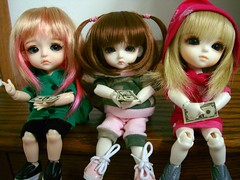 3 tiny girls + 400 tiny dollars = another LaTi? (perfectlyflwed) Tags: stella money yellow cat doll mini special elf 400 lea bjd miyuki lumi limited adonis basic ara arden lati jaime