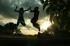 SaltoInsieme_ToJumpTogether (iFhe) Tags: light sun silhouette clouds back jump together federica fhe ceccotti