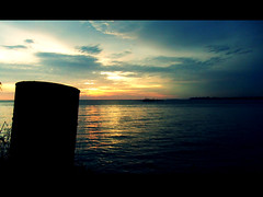 Amarantine (JourneyToNoWhere) Tags: sunset evening lyrics seaside song september mtv frame 2008 minimeetup melaka malacca enya flickrmeetup youtube fujifinepixz1 klickr klickrmeetup september2008 moviestyle dscf3595 20080914klflickrminimeetupatmelaka