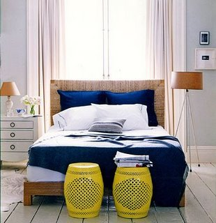 aranżacja sypialni niebieska pościel