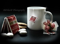 Autumn tea (B@rbar@ (Barbara Palmisano)) Tags: shadow red stilllife food white black composition tea drink ombre biscuits rosso bianco nero cibo cupoftea biscotti tazza composizione onblack bevanda bustine teatag passionphotography mywinners specialpicture rubyphotographer artedellafoto tazzadithe