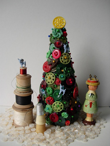 vintage haberdashery christmas trees por maximum RABBIT designs.
