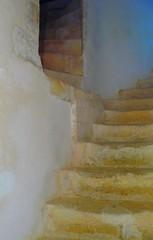 Duras (47) escaliers intérieurs du château. (Marie-Hélène Cingal) Tags: france southwest castle stairs stairway staircase duras scala château escaleras treppen escaliers sudouest aquitaine lotetgaronne