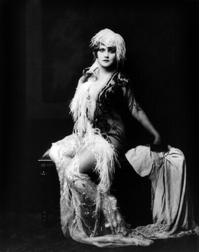 Claudia Dell, Ziegfeld girl, by Alfred Cheney Johnston, ca. 1928 par …trialsanderrors