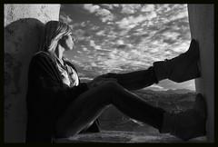Uts (JORDY1611) Tags: sunset sea sky bw espaa costa green luz beach window clouds atardecer ventana coast seaside spain europe sombra paisaje cielo nubes capture basque vasco euskalherria euskadi nube basquecountry paisvasco pais guipuzcoa gipuzkoa euskal herria getaria begirada ratondegetaria d7000 nsx2