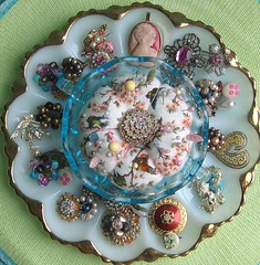 Pretty sparkle (HollyLovesArt) Tags: vintage pretty turquoise brooch egg plate jewelry cameo