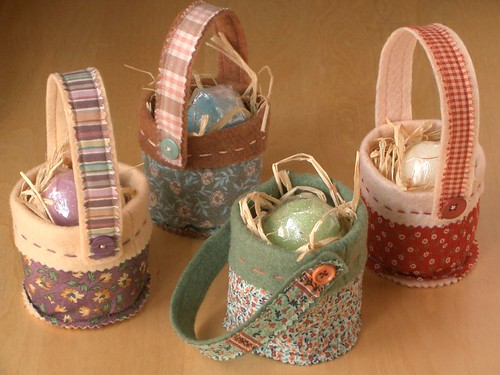 Mini Easter Baskets by PatchworkPottery.