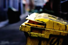 trash clam (mugley) Tags: yellow handle graffiti alley nikon dof bokeh australia melbourne victoria dirty bin lane skip filth d300 grot 50mmf12ais dofwanker trashclam rubbishoyster junkmollusc garbagebivalve uniackect