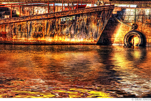 Rusty Boat (Cais do Porto)