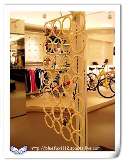 080330Liv Giant 11_B1以手機吊飾製作的裝飾品