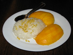 SriPraPhai: Sticky rice and ripe mango