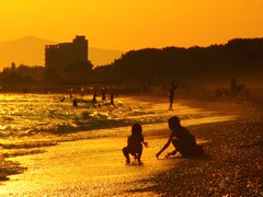 Last minutes play... (Nejdet Duzen) Tags: sea beach turkey golden kid play trkiye uc deniz izmir ocuk wawe turkei dalga plaj silet silhuet oyun golddragon gmldr abigfave anawesomeshot inspiredbyhim damniwishidtakenthat fickrlovers