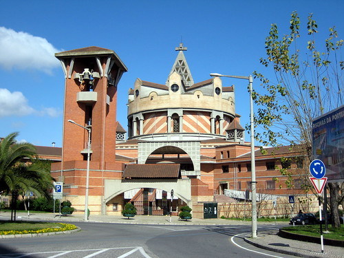 Igreja Paroquial da Portela Sacavém por Victor Henriques.