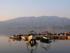 Barche dei pescatori al lago di Varese