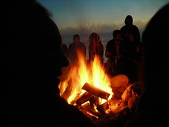 6h08 autour du feu avec la face de Turbo Cuni
