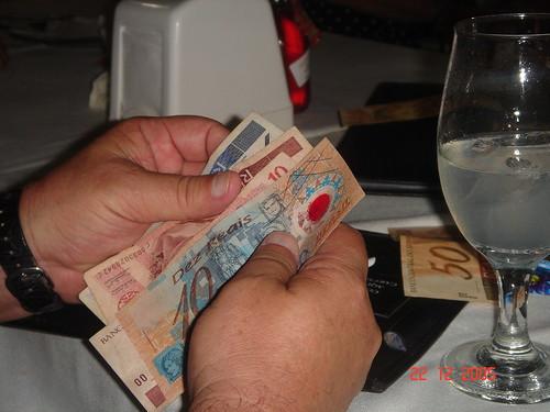 Pagando a conta, Tai Machado, CC