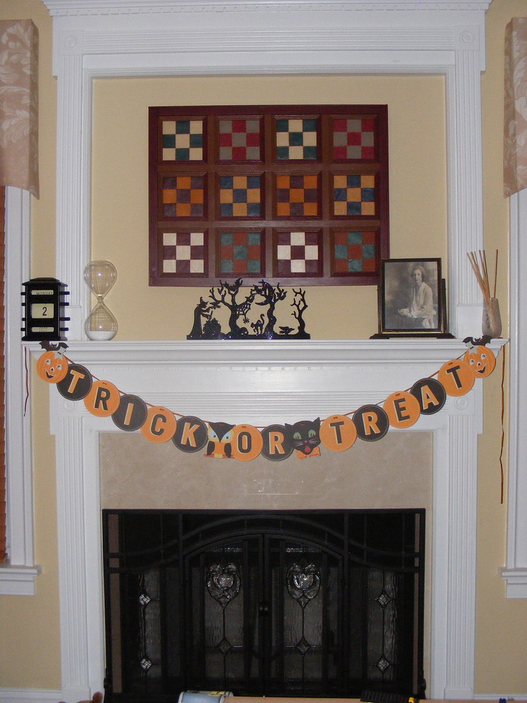 Halloween mantle decoration