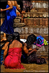 women bathing in Ganga river - INDIA_2100-acw (tomas teneketzis) Tags: travel india color nikon women asia d200 bathing benares gangariver tomasteneketzis teneketzis