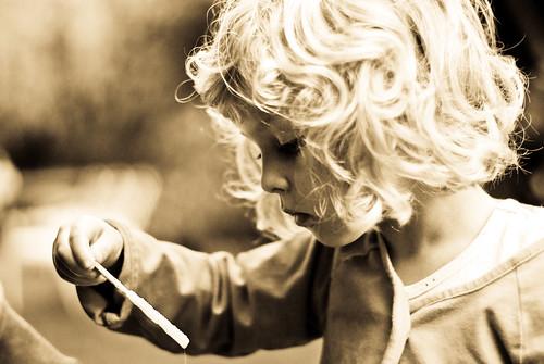 フリー画像| 人物写真| 子供ポートレイト| 外国の子供| 少女/女の子| 横顔| セピア|     フリー素材|