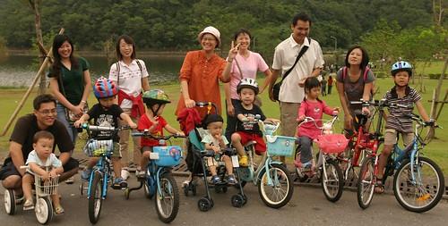 你拍攝的 龍潭湖:大合照 7。