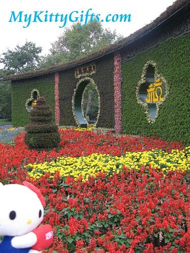 Hello Kitty at Entrance Gateway of Xi Hu Tian Di, HangZhou