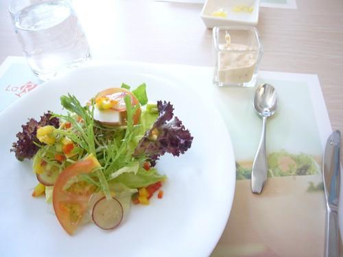 生菜沙拉佐千島沙拉醬