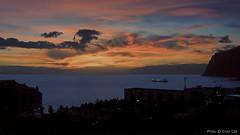 Olha Pro Cu | Look To The Sky ( enzinho) Tags: birthday sunset sea sky portugal clouds mar tramonto nuvole mare iso400 cu prdosol cielo nuvens aniversrio madeira jobim tomjobim funchal bossanova ilhadamadeira oscarniemeyer maravilha madeiraisland enzinho 15december allrightsreserved leicadlux3 fotomusica enzinho62 sonoplastia ilustrarportugal docadocavacas