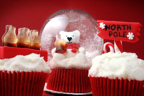 Coca-Cola Snow Globe Cupcakes por Bakerella.