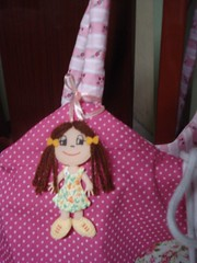 Bolsa rosa com bonequinha (reivagomes) Tags: bag quilt flor artesanato feltro patchwork bolsa colar artesa