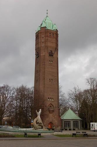 不思議な塔と竜の噴水