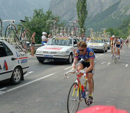 Book ReviewL In Search of Robert Millar