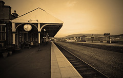 Stalybridge Train Station (lobstergirlfrommars (www.lisatattersonphotography.) Tags: canon tracks railway trains trainstation stalybridge canon40d lobstergirlfrommars
