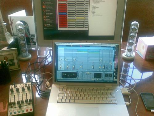 El equipo de grabación de Adam Curry