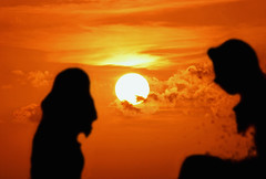 Siluetas (Pankcho) Tags: girls sunset sky orange sun sol yellow backlight contraluz atardecer view explore amarillo cielo curacao vista chicas silueta naranja curaao sillhouette willemstad curazao netherlandantilles antillasholandesas 20tfatardeceramanecer