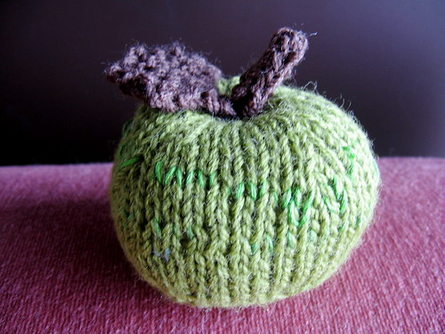 of course you can knit an apple