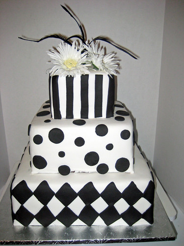modern wedding cake design in black and white the hottest wedding color next