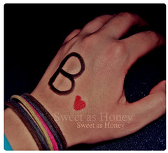 >`4,      ,,       (` .) Tags: b love turkey bahrain nikon hand heart sweet honey u 24 d60 sweetoo