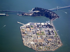 Treasure / Yerba Buena Islands / Aerial / 2008 () Tags: california above ca bridge vacation holiday window plane airplane island bay fly inflight treasureisland aircraft altitude flight jet aerial baybridge windowview sanfranciscobay boeing bb thebay ti isle suspensionbridge newbridge rtw aereo 747 airliner vacanze avion sfbay airfrance b747 windowseat kalifornien 1933 747400 businessclass roundtheworld atop globetrotter aerialphotograph yerbabuenaisland goatisland areo artificialisland 083 newbaybridge woodisland insidetheplane worldtraveler worldbusinessclass  skyteam newspan  cabininterior californi ario seabirdisland lespaceaffaires  interiorcabin inthecabin baybridgenewspan
