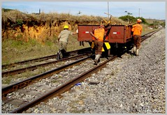 Empurrando o trem (eduhhz) Tags: trem estacao carrancas duetos empurrando