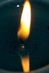 Reflection of a flame (FotoSyb) Tags: christmas macro reflection hoop fire hope candle pentax spiegel flame vuur kaars spiegeling k10d vlammetje