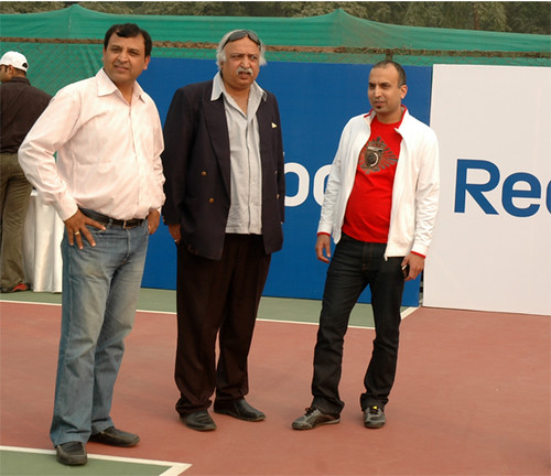 Sajid Shamim (extreme right) with guests