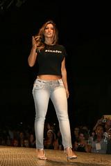 GFW - Goinia Fashion Week 2008 (Robson Borges) Tags: brazil sexy fashion brasil mulher moda modelo sensual linda bonita evento pernas pblico bela cabelo vestido goinia famosa sapato gois roupa sandlia andar passarela celebridade desfiledemoda vaidade gfw personalidade mulhersamambaia daniellesouza robsonborges