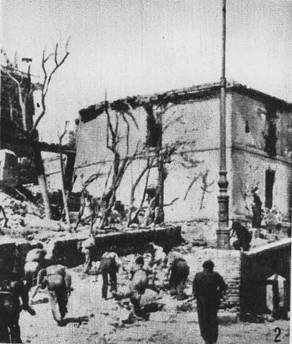 Las tropas republicanas toman posiciones en las casas próximas al Alcázar