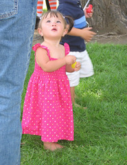 Girl in pink looking up (Paul L Dineen) Tags: pink girl look kids children see kid child dress lookup barefoot pigtails miscpeople khcaac smnotchecked