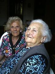 Iole e Maria (Luigi Barone '52) Tags: roma mare photographer maria campagna fotografia sole ritratto nonna abruzzo 1952 iole vasto luigibarone