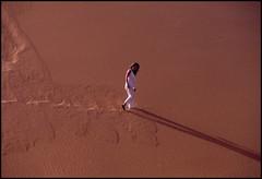 walking on dune   Sahara Algeria (GrazianoA) Tags: woman sahara paesaggi worldtrekker lifetravel curiousplaces